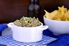 Dip vegetariano de aguacate y ajo negro. Receta de cocina fácil, sencilla y deliciosa