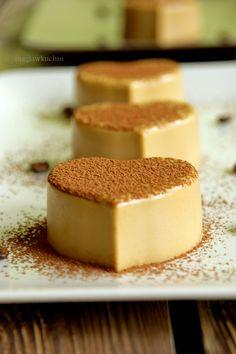 Kawowa Panna Cotta porcja na 6 sztuk 300 ml śmiet… Polish Desserts, No Cook Desserts, Polish Recipes, Dessert Recipes, Love Eat, Panna Cotta, No Bake Cake, Sweet Recipes, Sweet Treats