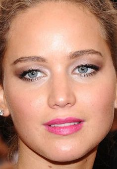 Close-up of Jennifer Lawrence at the 2015 Met Ball. Loveley eye makeup for hooded eyes Natural Eye Makeup, Eye Makeup Tips, Hair Makeup, Makeup Ideas, Makeup Designs, Makeup Inspiration, Hooded Eye Makeup, Hooded Eyes, Jennifer Lawrence Makeup