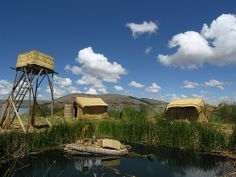 ANS177DSCN5347   >>>>   Uros island on Titicaca lake in Perou are now a tourist attraction. Everything is made from totora plant.
