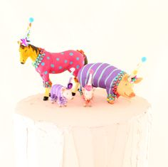 Sweet little farm animal set. Perfect cake toppers for a farm themed birthday party! Farm Themed Party, Farm Party, Barnyard Party, Wild One Birthday Party, Birthday Parties, Circus Birthday, Birthday Ideas, Animal Party, Party Animals