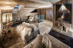 The interior of this chalet house located in Italy was developed by the architectural studio ZWD-Projects. Chalet Design, Chalet Style, House Design, Ski Chalet, Villas, Chalet Interior, Grey Pictures, Living In Europe, Colorado Homes
