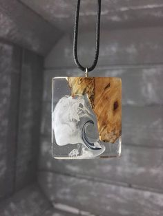 Resin Jewlery, Driftwood Jewelry, Resin Jewelry Making, Wooden Jewelry, Handmade Jewelry, Epoxy Resin Art, Wood Resin, Diy Resin Crafts, Jewelry Crafts