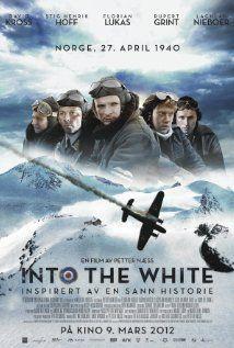 Into the White. Näillä kavereilla ei ollut untuvamakuupusseja eikä merinovillakalsareita.