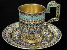 Serving tea or coffee is usually the final act of any dinner so its only appropriate to use a fine tea set to round off the occasion in style. Tea Cup Saucer, Tea Cups, Tea Glasses, Cuppa Tea, Fun Cup, Teapots And Cups, Tea Art, Tea Service, Chocolate Pots