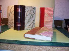 Encuadernados en piel y papeles pintados a mano