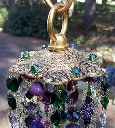 Top of chimes Crystal Wind Chimes, Diy Wind Chimes, Bohemian Crafts, Wind Sculptures, Hanging Mobile, Crystal Design, Garden Crafts, Porch Decorating, Suncatchers