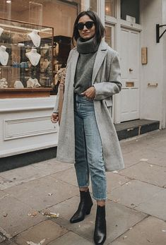Grey overcoat for this winter Look Fashion, Fashion Outfits, Womens Fashion, Fashion Mode, Street Fashion, Retro Fashion, Fashion Tips, Fall Winter Outfits, Autumn Winter Fashion
