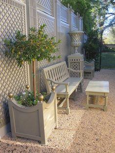 French Patio Garden Outdoor Living 65 New Ideas Backyard Privacy, Backyard Landscaping, Large Backyard, Small Gardens, Outdoor Gardens, Indoor Gardening, Painted Garden Furniture, Casa Retro, Jardin Decor