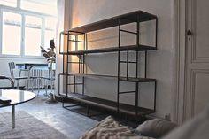 Diplômé de l'Ecole Boulle en ébénisterie, Pierre NORD crée, conçoit et réalise mobilier contemporain et agencements sur mesure. Atelier basé à Bordeaux.