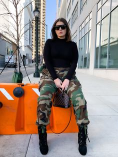 Army Pants Outfit, Camo Pants, Autumn Street Style, Street Style Women, Army Clothes, Hot Clothes, Kawaii Clothes, Fashion Outfits, Fashion Trends