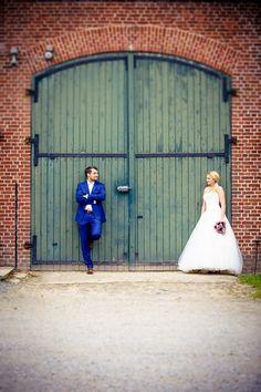 Brautpaar Portrait an der Scheune