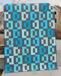 Dual Screen a PDF Quilt Pattern in Throw Twin door aBrightCorner Cute Quilts, Boy Quilts, Strip Quilts, Quilt Blocks, Geometric Quilt, Jellyroll Quilts, Scrappy Quilts, Twin Quilt, Quilt Sizes