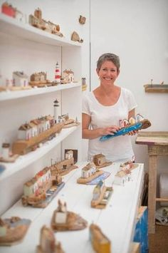 Kirsty Elson -the middle one with the white lighthouse. Clay Houses, Ceramic Houses, Miniature Houses, Wooden Houses, Wooden Art, Wooden Crafts, Beach Crafts, Home Crafts, Kirsty Elson