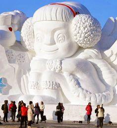 """Une sélection de photographies des gigantesques sculptures de glace et de neige du """"Harbin Ice and Snow Festival 2014"""", un festival dédié à ..."""