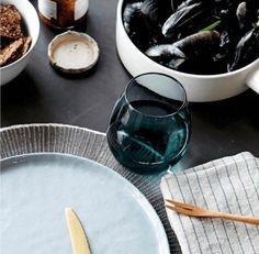 Hier koop je gekleurde drinkglazen om jouw tafel feestelijk mee te dekken.