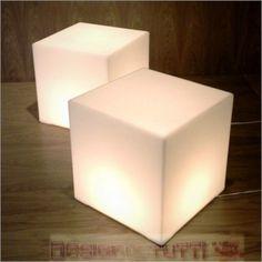 Cubo light Plexiglass su misura  Materiale: Plexiglass Misure:40 x 40 x 40 cm   Attenzione consigliamo sempre di pagare il costo dell'assicurazione