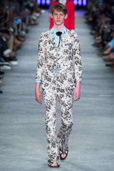 Gucci Spring 2016 Menswear Fashion Show