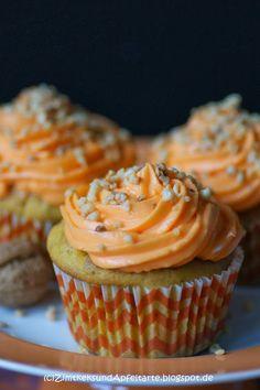 Kürbis-Cupcakes sehen nicht nur lecker und saftig aus, sie sind es auch machen auf jedem Halloween-Buffet ganz viel her, findet Ihr nicht auch?