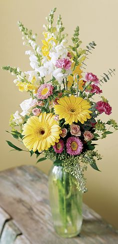 It's time to freshen up the home with a beautiful spring floral arrangement. You'll want to try each of these gorgeous spring floral arrangement ideas! Easter Flower Arrangements, Easter Flowers, Beautiful Flower Arrangements, Summer Flowers, Flower Vases, Tall Floral Arrangements, Gerbera Flower, Gerbera Daisies, Table Arrangements
