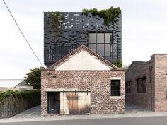 5 nieuwbouwhuizen in een monumentale voormalige loods in Melbourne met respect voor de bestaande bouw aldus architectbureau DKO.