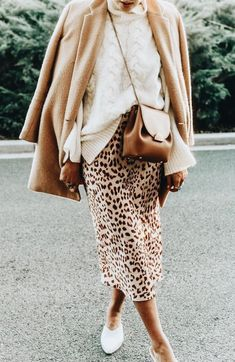 cute leopard skirt and sweater outfit idea Mode Outfits, Fashion Outfits, Womens Fashion, Fashion Trends, Fashion Weeks, Fashion 2017, Fall Winter Outfits, Autumn Winter Fashion, Winter Style