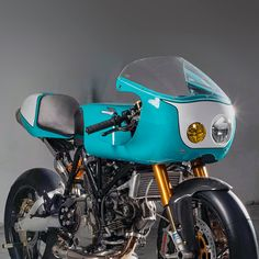 This track-inspired Ducati is the textbook definition of classic style and modern performance. It's based on a 2005-model Ducati 1000SS, modified by Trevor Scales at Scales Studio in Miami. Ducati Cafe Racer, Cafe Racer Motorcycle, Custom Bmw, Custom Bikes, Bmw R1100gs, Ducati Sport Classic, Modern Cafe Racer, Motorcycle Gifts, Ducati Hypermotard