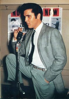 See the latest images for Elvis Presley. Listen to Elvis Presley tracks for free online and get recommendations on similar music. Elvis Y Priscilla, Elvis Cd, Elvis Presley Family, Elvis Presley Photos, Mississippi, Rock And Roll, Facebook Pic, Are You Lonesome Tonight, Elvis Collectors