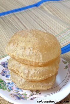 Poori recipe or puri recipe with step by step photos - it is very easy and simple to make. It served with potato subzi or sweets like halwa Puri Recipes, Paratha Recipes, Indian Food Recipes, Breakfast Recipes, Snack Recipes, Cooking Recipes, Snacks, Pan Arabe, Tandoori Masala