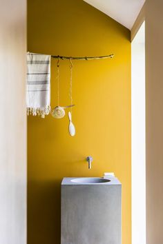Find the best colour paint for your living room, bathroom, bedroom and more with Dulux paint. Find the right colour for you with our Dulux paint ideas. Room Wall Colors, Bathroom Paint Colors, House Color Schemes, House Colors, Yellow Interior, Yellow Bathrooms, Retro Bathrooms, Yellow Houses, Upstairs Bathrooms
