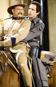 """Robin Williams as Theodore Roosevelt and Ben Stiller as Larry Daley in """"Night at the Museum. Robin Williams, Love Movie, I Movie, Movie Stars, Christopher Reeve, Real Movies, Good Movies, Theodore Roosevelt, Ben Stiller"""