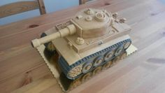 Tank - cake of marzipan Army Tank Cake, Army Cake, Military Cake, Army Birthday Cakes, Army Birthday Parties, Cake Structure, 50th Cake, Chocolate Drip Cake, Cake Topper Tutorial