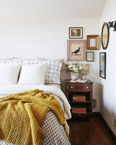 Inside a Storybook Homes Major Modern Redesign 2019 Love this vintage kind of feel in this bedroom! The post Inside a Storybook Homes Major Modern Redesign 2019 appeared first on Bedroom ideas. Cozy Bedroom, Home Decor Bedroom, Diy Home Decor, Girls Bedroom, Bedroom Corner, 1920s Home Decor, Bedroom Interiors, Bedroom Modern, Tiny Master Bedroom