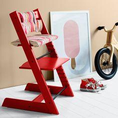 Krzesełko Tripp Trapp w kolorze czerwonym. Drafting Desk, Floor Chair, Scandinavian, Furniture, Home Decor, Babies, Instagram, Kid Spaces, Design Projects