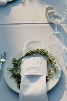 floral wreath place setting