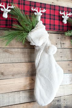 Reindeer Coat Rack - an easy DIY, perfect for hanging stockings and holiday decorations (and coats!)!