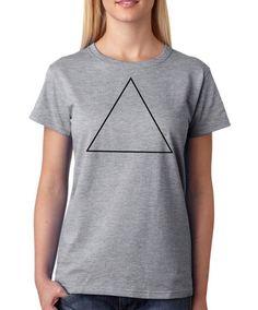 Camiseta mujer gris con diseño triángulo hipster. Cómoda y sencilla 4d69704fa18a8