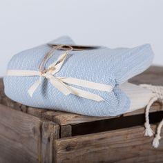 Fouta tissage chevron relief Available on (disponible sur ) www.famillenomade.ca Crédit photo: Maryse Cléro-Nobréga