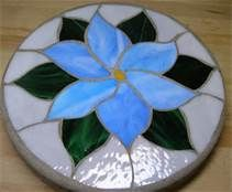 Links to a whole bunch of different stepping stone ideas ❤️ Mosaic Flowers, Stained Glass Flowers, Stained Glass Designs, Mosaic Crafts, Stained Glass Projects, Fused Glass Art, Stained Glass Patterns, Mosaic Patterns, Stained Glass Art