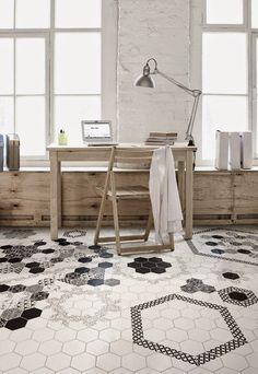 """Jeśli ktoś z Was remontuje teraz łazienkę lub kuchnię, może zastanowi się nad """"plastrami miodu"""" na podłodze..."""