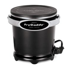 Presto Fry Daddy Plus Deep Fryer. Deep fry your favorite foods with the help of this electrifying fryer from Presto! From fries to chicken, you'll love adding this essential to your kitchen or backyard. Specialty Appliances, Kitchen Appliances, Kitchen Gadgets, Kitchen Cook, Small Appliances, Kitchen Dining, Best Deep Fryer, Small Deep Fryer, Air Fryer Review