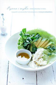 Avocado & mozzarella salad