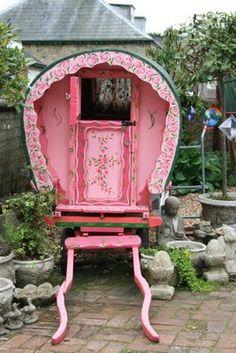 I Heart Shabby Chic: Gypsy Caravan Meets Shabby Chic  http://iheartshabbychic.blogspot.com/2011/07/gypsy-caravan-meets-shabby-chic.html
