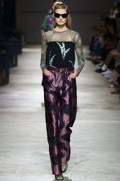 Dries Van Noten Spring 2016 Ready-to-Wear Fashion Show - Sanne Vloet (Viva)