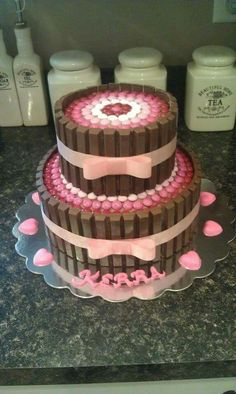 Kit Kat Cake - Would be cute for a baby shower cAke Candy Cakes, Cupcake Cakes, Cute Cakes, Yummy Cakes, Food Cakes, Kitkat Torte, Baby Birthday Cakes, 31 Birthday, Princess Birthday