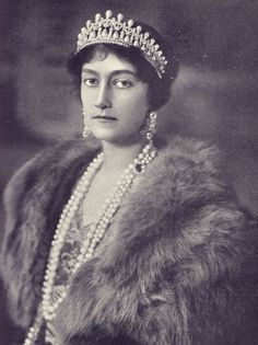A larger, better quality image of Princess Anotnia of Bavari, nee Luxembourg, wearing the lover's knot tiara