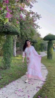 Party Wear Indian Dresses, Designer Party Wear Dresses, Kurti Designs Party Wear, Indian Wedding Outfits, Pakistani Party Wear, Beautiful Dress Designs, Stylish Dress Designs, Designs For Dresses, Beautiful Dresses