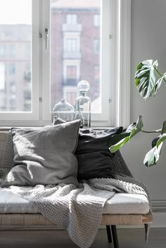 lovely reading corner with linen cushions and a nice blanket. Grey Interior Design, Flat Interior, Unique Furniture, Home Furniture, Comin Home, Scandinavian Home, Living Room Inspiration, Decoration, Living Spaces