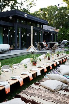 5 party themes to say goodbye to summer // outdoor bohemian tabletop party summer entertaining