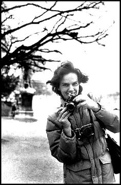 Martine Franck was a well-known Belgian documentary and portrait photographer, and the second wife of Henri Cartier-Bresson. A member of Magnum Photos for more 32 years, Franck was also co-founder and president of the Henri Cartier-Bresson Foundation. French Photographers, Female Photographers, Portrait Photographers, Willy Ronis, Henri Cartier Bresson, Magnum Photos, Robert Doisneau, Lecture Aura, Leica